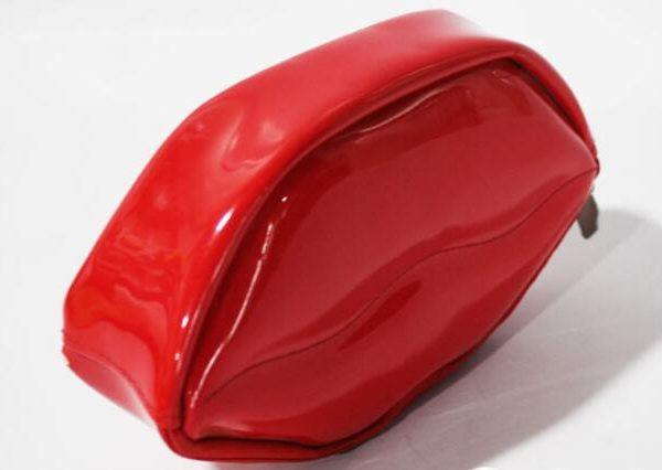 lip-shape-printing-travel-cosmetic-bag-for-girl-03
