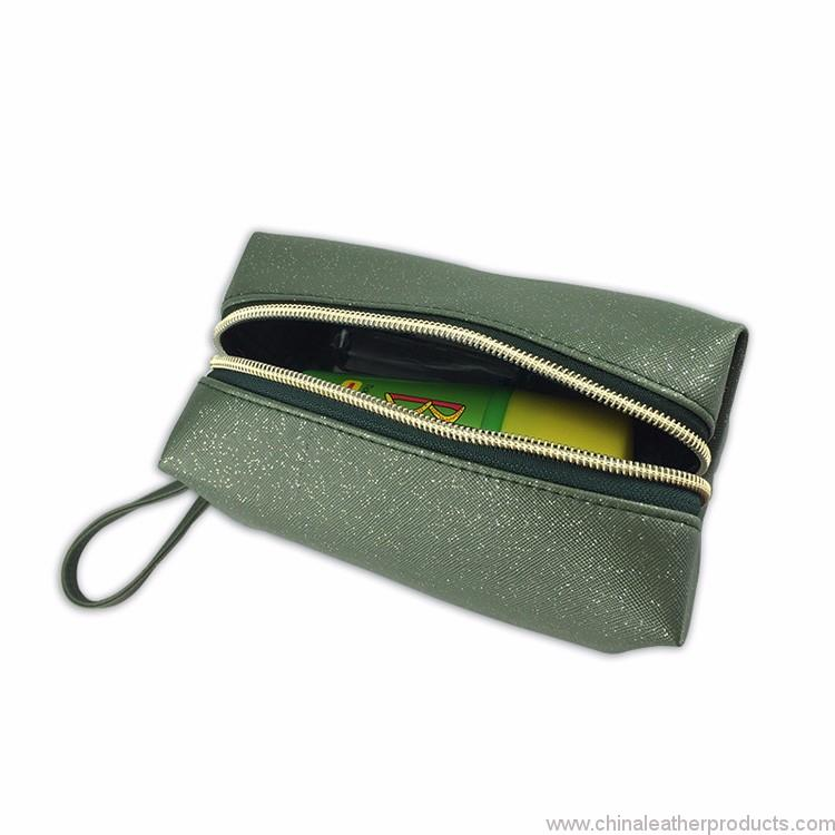 travel-cosmetic-bag-02